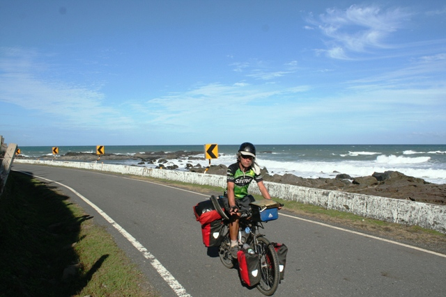 Cycling near the southernmost tip of Taiwan, heading north back to Taichung.